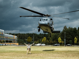 Public thumb black hawk helikopter policja wnpid  8 of 32