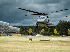 Public thumb black hawk helikopter policja wnpid  9 of 32