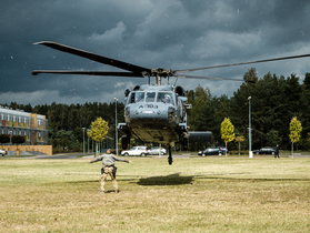 Public thumb black hawk helikopter policja wnpid  10 of 32
