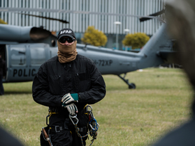 Public thumb black hawk helikopter policja wnpid  20 of 32