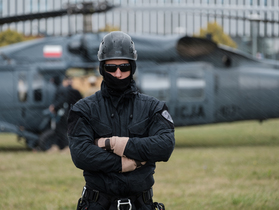 Public thumb black hawk helikopter policja wnpid  23 of 32